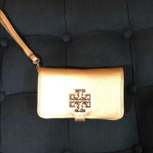 Tory Burch Grained leather wallet.